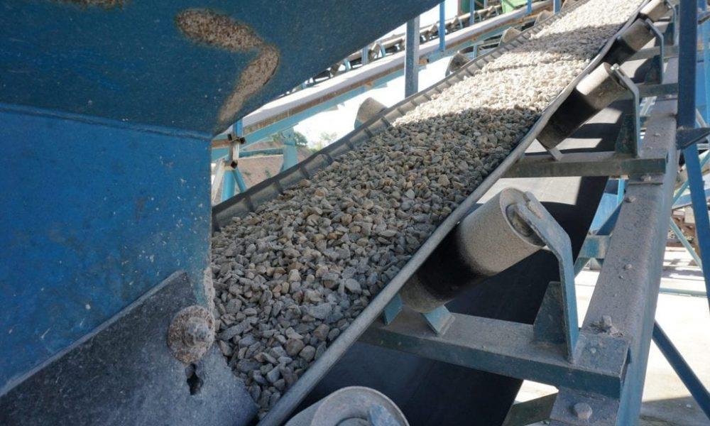 Elastomer repair to damaged conveyor belt